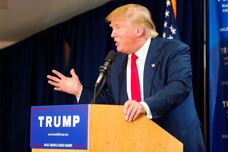 예배를 '필수'라고 주지사들에게 강요하는 트럼프 대통령