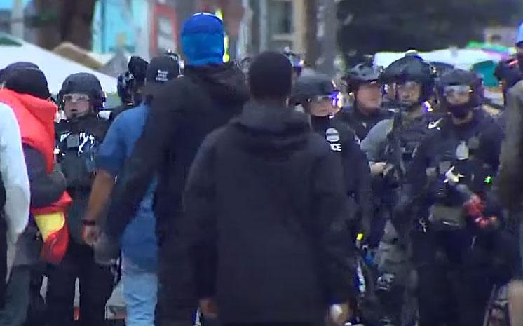 경찰, 시애틀의 CHOP Zone 지역에서 시위대 해산 축출