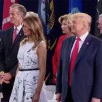 많은 백악관 참석자들, 트럼프의 7월 4일 발언전, 사회적거리 무시하거나 마스크 미 착용