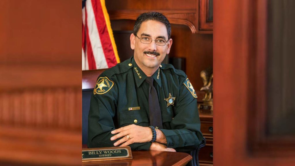 플로리다의 보안관, 그의 동료들과 사무실 방문객들 마스크 착용 금지 명령