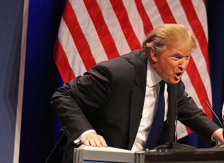 트럼프 대통령, 백악관 근처에서 총성 울리자 잠시 언론 브리핑 떠나