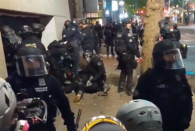 포틀랜드 경찰, 주말 동안 시위대 30명 체포