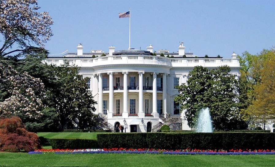 미국 대통령도 비켜가지 않는 코로나바이러스