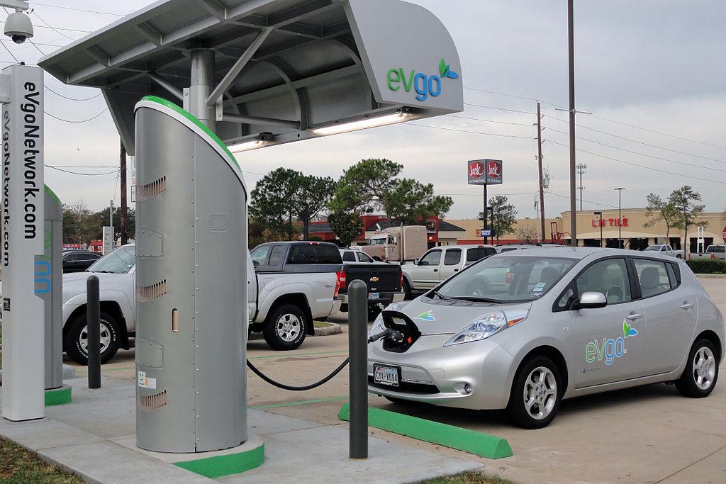 전기자동차 확산으로 벌어지고 있는 전기 충전소 통제권 경쟁