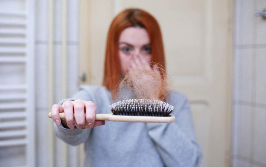 머리카락이 빠지는 원인과 이유