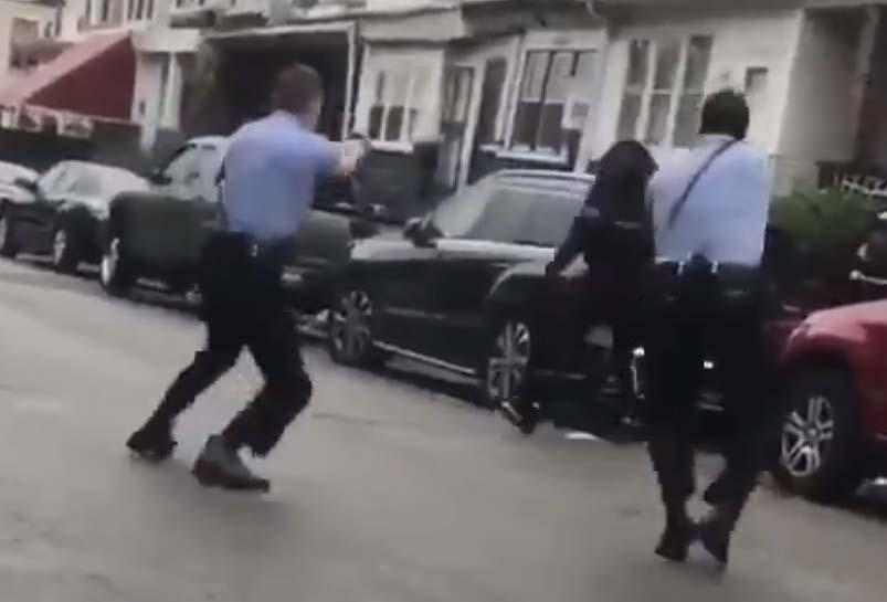 필라델피아에서 경찰이 쏜 총에 맞아 숨진 흑인 남성, 격렬한 시위