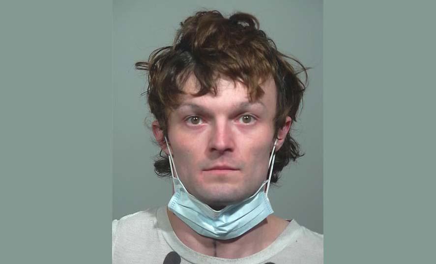 맥도널드 직원들 전기톱으로 위협한후 음식 훔친 남자체포