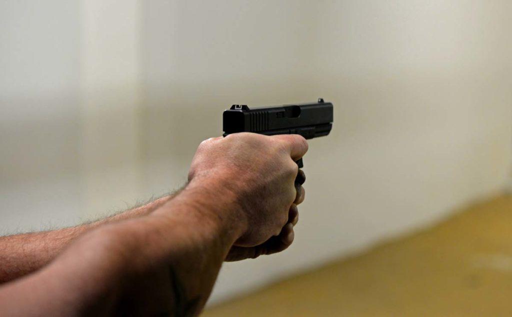3명의 사망자를 낸 일리노이 주 볼링장 총격범은 현역 군인
