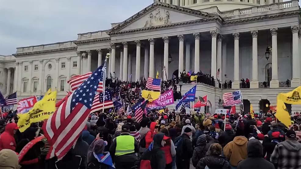 트럼프의 마지막 날, 여전히 위험한 미국