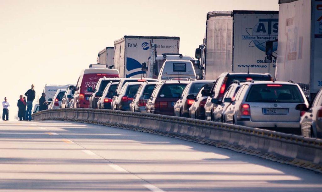 캘리포니아 임페리얼 카운티, 차량 추돌사고로 최소 12명 사망