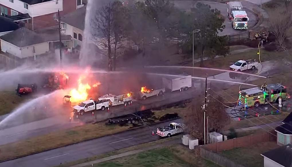 텍사스 해리스 카운티, 천연가스 폭발화재로 최소 6명 부상 입원