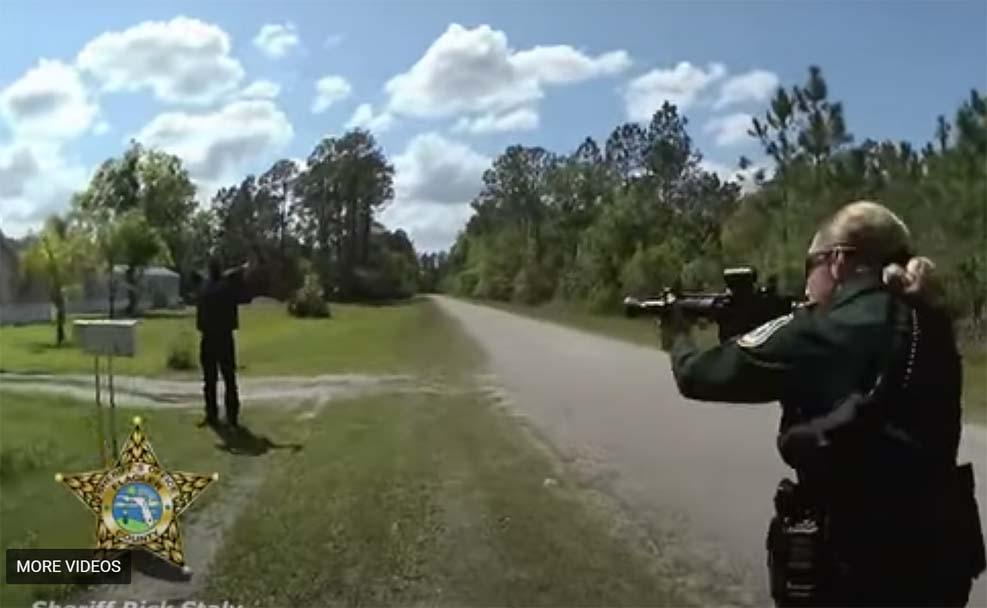 플로리다 경찰, 코네티컷 남자 여자친구 살해 순간에 체포하는 영상