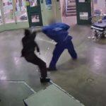 로스앤젤레스 카운티 수감자, 보안관실 여 직원 폭행하는 영상