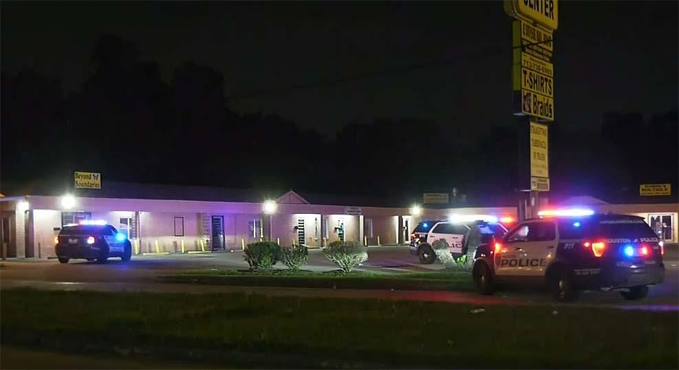 휴스턴에서 13세 소년 생일파티 중 17세 소년 총격