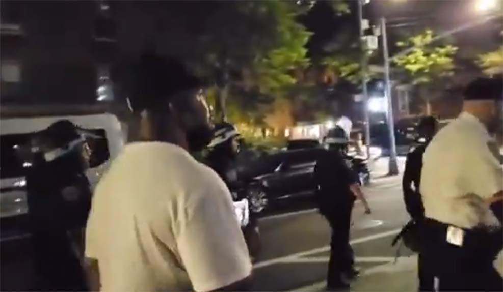 뉴욕시 한 흑인 남성, 아시아 경찰 향한 인종적 비방 영상