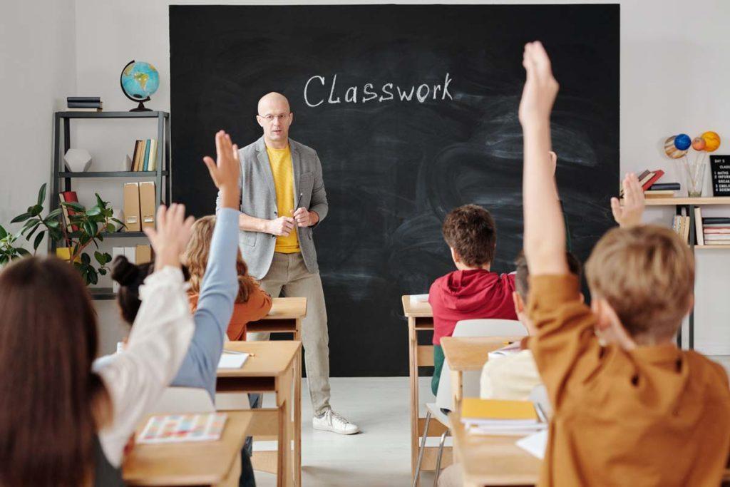 미국에서 인증된 교사가 되기 위한 방법은?