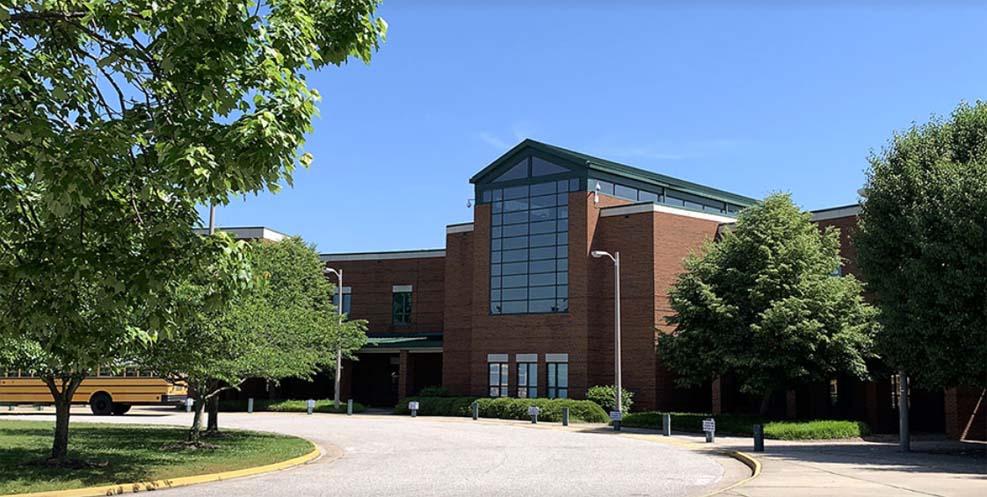버지니아 주 학교 총격 사건으로 2명 부상