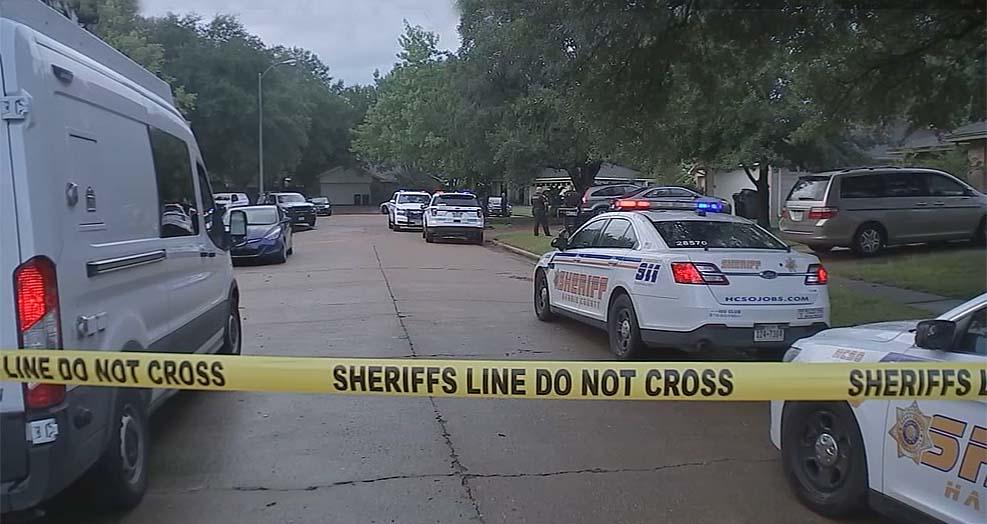 휴스턴에서 남자 쌍둥이 형제 칼에 찔려 사망한 10대 소녀