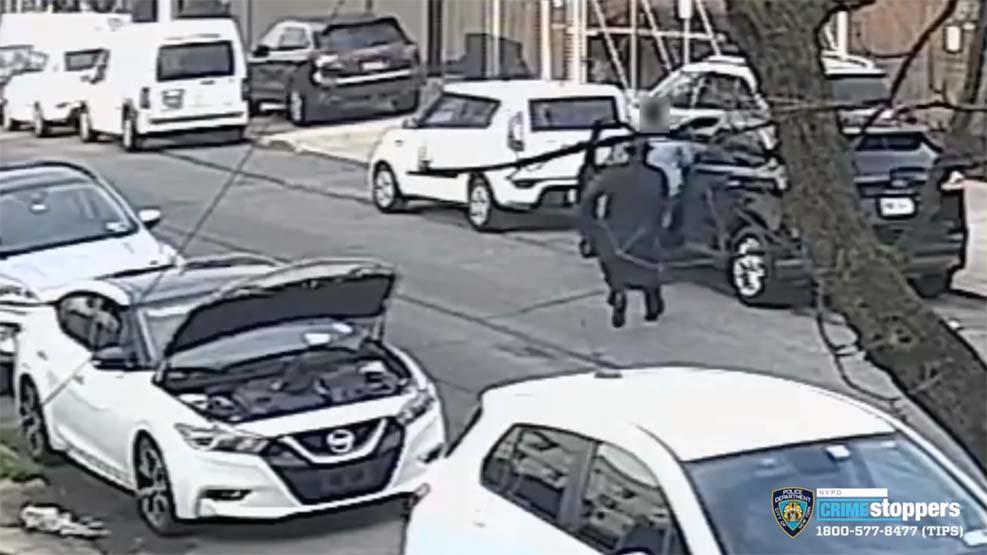 뉴욕시 총격범, 차 고치는 척 하다가 피해자에게 총 쏘는 영상